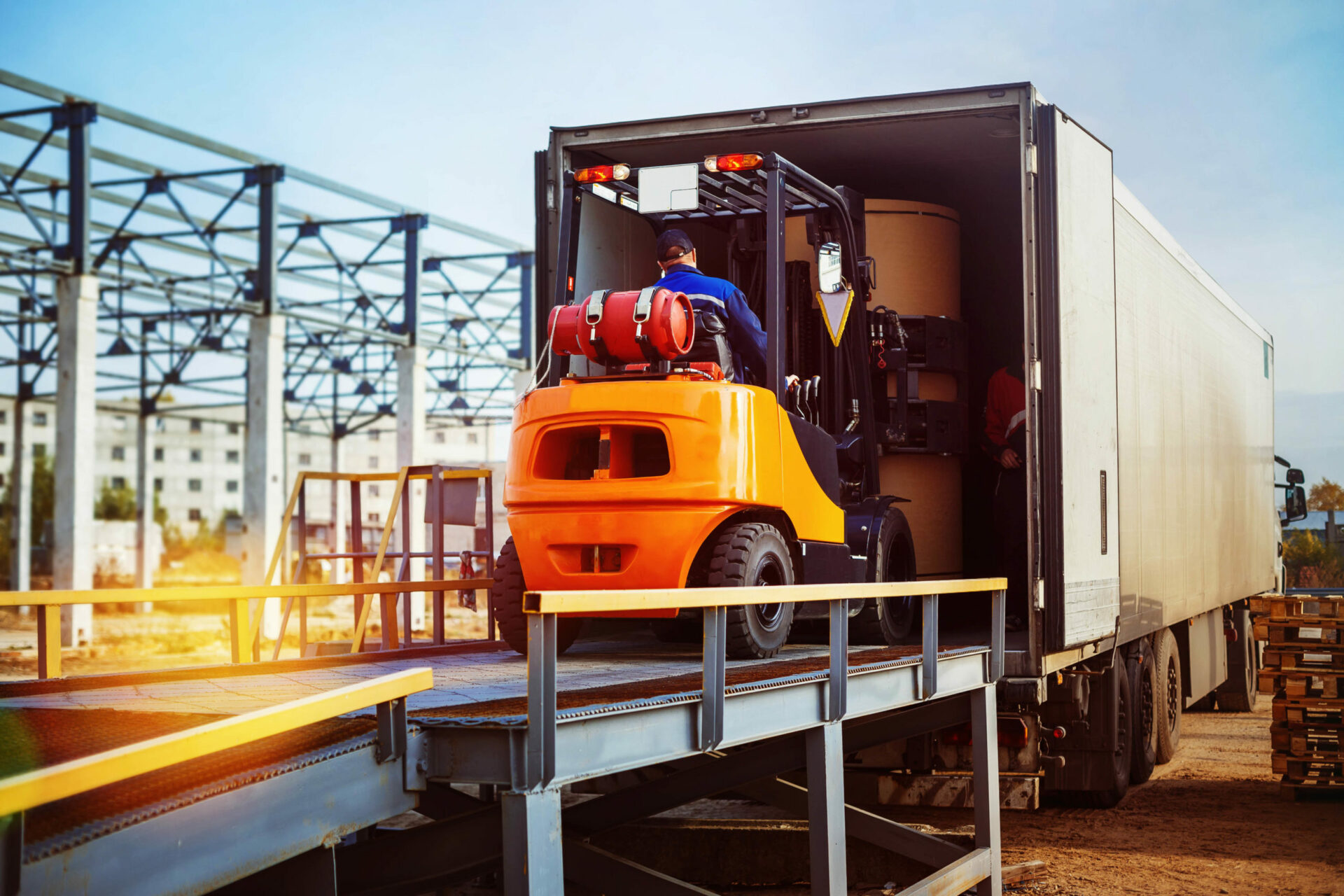 Forklift,Is,Putting,Cargo,From,Warehouse,To,Truck,Outdoors